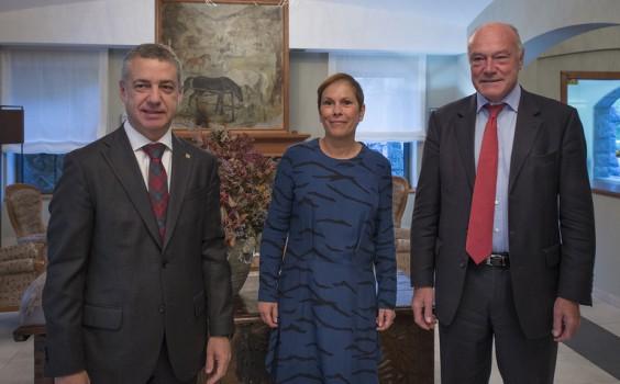 Íñigo Urullu, lehendakari de la CAV, Uxue Barkos, presidenta de Navarra, y ,Presidente de Aquitania, en una reunión el pasado octubre. Fuente: Pamplona Actual.