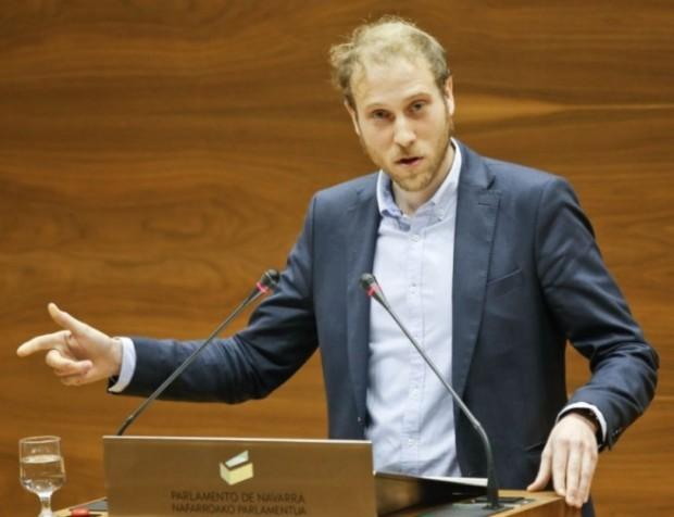 Jokin Castiella Imaz, durante una intervención en el Parlamento. Fuente: Geroa Bai