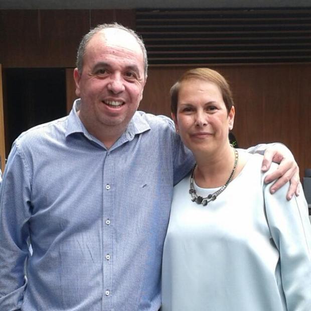 Fernando Lizarbe junto a Uxue Bakos, presidenta de Navarra